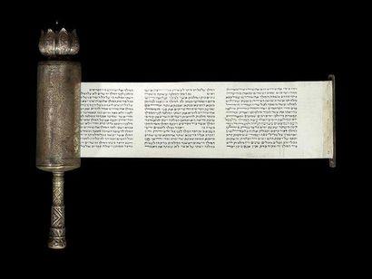 [MEGUILAH] ROULEAU D'ESTHER DANS SON BOÎTIER Iran, XXe siècle. Rouleau: manuscrit...