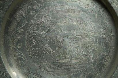 [ALMEIDA] 2 PLATS DE MARIAGE Londres, datés en hébreu 1681. Étain gravé. Poinçons...