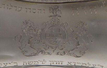 [ALMEIDA] PLATEAU DE CIRCONCISION Angleterre?, XVIIIe siècle. Argent gravé et ciselé....