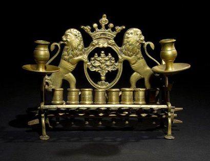 LAMPE DE HANOUCCA Europe de l'Est, Pologne?, XIXe siècle. Bronze. Hauteur: 20 cm...