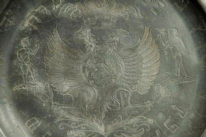 PLAT DE PESSAH Allemagne, Fürth, XVIIIe siècle, daté en hébreu 1775. Étain gravé....