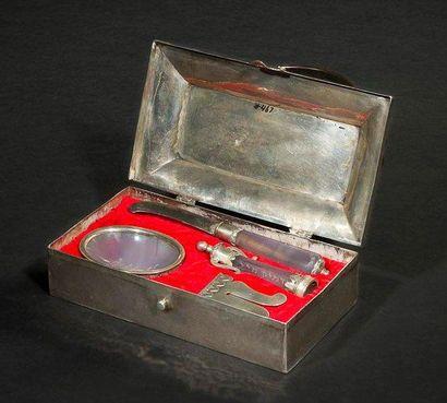 ENSEMBLE DE CIRCONCISION Magnifique ensemble d'outils de circoncision dans son coffret...