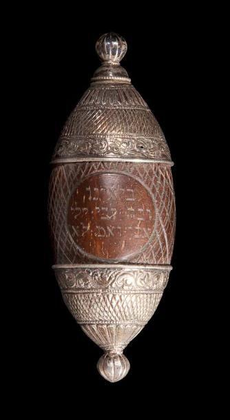 BOÎTE À AROMATES Europe centrale, XIXe ou début XXe siècle. Noix de coco et argent...