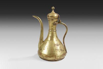 Aiguière en cuivre doré, Turquie ottomane,...