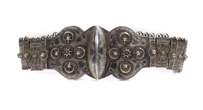 Belle ceinture en argent niellé et doré,...