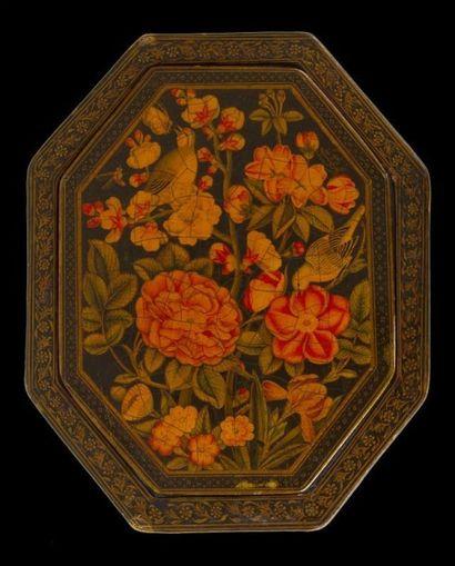 Miroir en bois laqué, signé Mohammad Ali,...