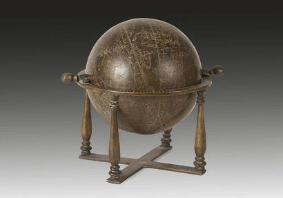 Globe céleste en bronze, Iran, XXe siècle....