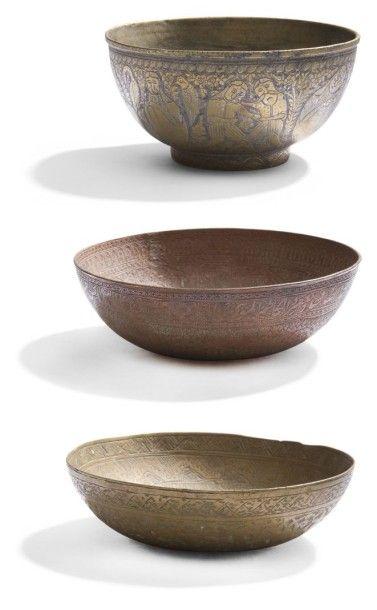 Trois coupes en cuivre et bronze, Iran, XIXe...