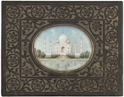 Coffret au médaillon du Taj Mahal, Inde du Nord, période Raj, fin XIXe siècle. Rectangulaire...