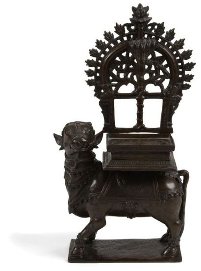 Nandi portant le trône de Civa, en bronze,...