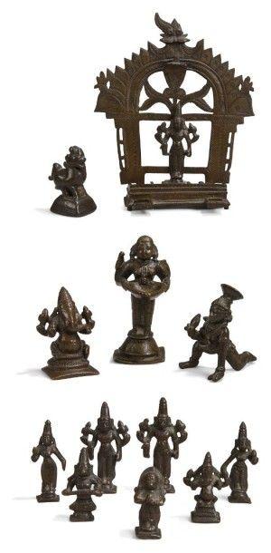 Douze divinités en bronze et laiton, Est et Sud de l'Inde, XIXe siècle. Trois représentations...