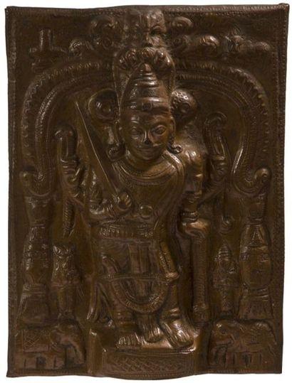 Ostensoir en bronze, Inde du Sud, Karnataka, XIXe siècle. Plaque rectangulaire moulée,...