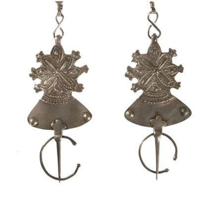Parure pectorale, paire de fibules et pendant foulet khamsa en argent, Maroc, Anti-Atlas...