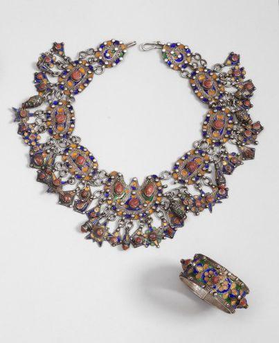 Collier tazlagt et bracelet en argent, Algérie, Grande Kabylie, Beni Yenni, XXe...