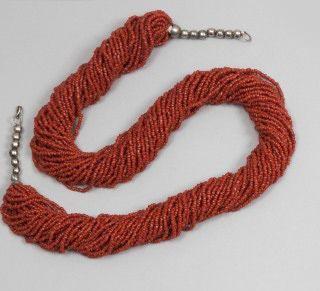 Collier en corail, deux bracelets et une broche en argent, Algérie, XXe siècle....