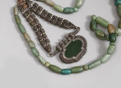 Grand collier, chevillière et deux bracelets,...