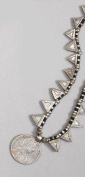 Deux colliers, Maroc, XXe siècle. Le premier,...