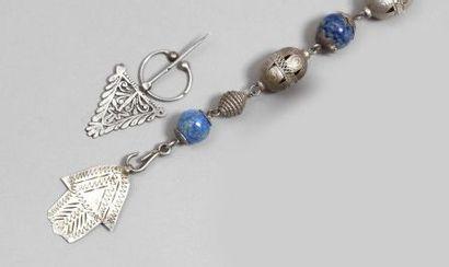 Collier et bracelet à pendant khamse, Tunisie, XXe siècle. Collier composé d'une...