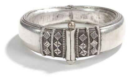 Bracelet et pendentif à grelots, probablement...