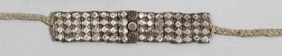 Collier et deux bracelets en argent, probablement...