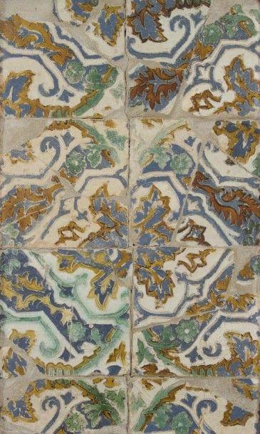 Six carreaux espagnols à décor de médaillons...