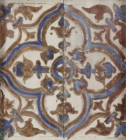 Carreaux au médaillon quadrilobé, de type Arista, Séville, Triana, XVIIe siècle....