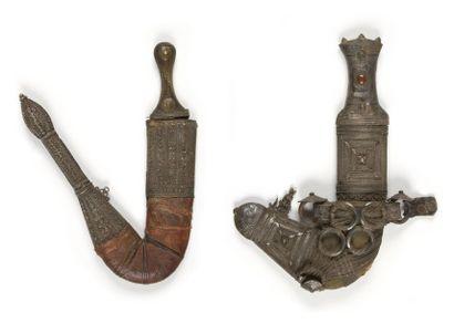 Deux poignards djambiya, Arabie, XXe siècle....