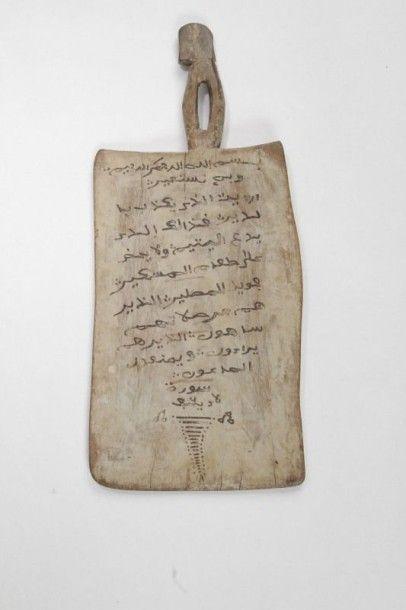 Tablette coranique en bois, Maroc, XXe siècle...