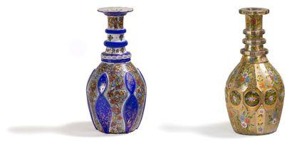 Deux carafes en verre, Iran XXe siècle. Panses...