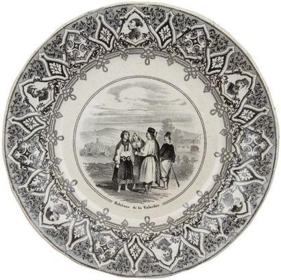 J.VIEILLARD & Co Bordeaux, quatre assiettes à dessert, France, fin XIXe siècle. Trois...