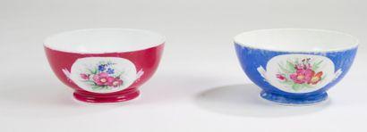 Deux grands bols en porcelaine, Manufacture...