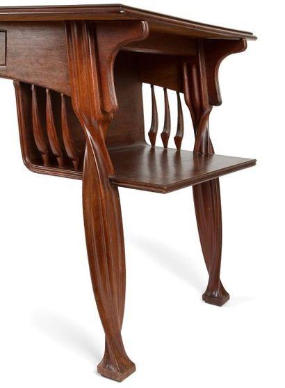 Louis MAJORELLE (1859-1926) Cabinet de travail en placage d'acajou et acajou mouluré,...