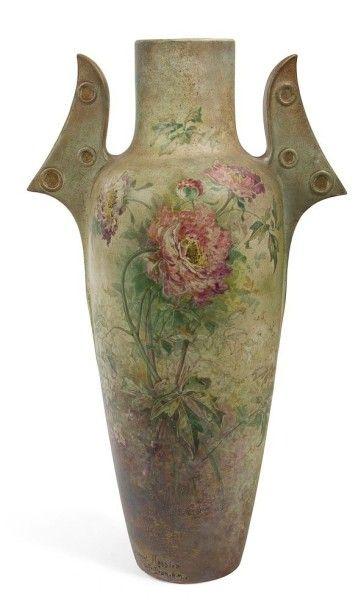 Clément MASSIER (1857-1933) à Golfe-Juan Spectaculaire vase balustre à deux ailettes...