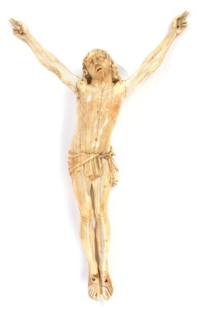 Christ en ivoire. XVIIe siècleH.: 26,7 cm.(restaurations dont les bras, la chute...