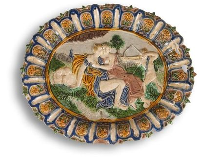 Plat ovale en céramique polychrome représentant...