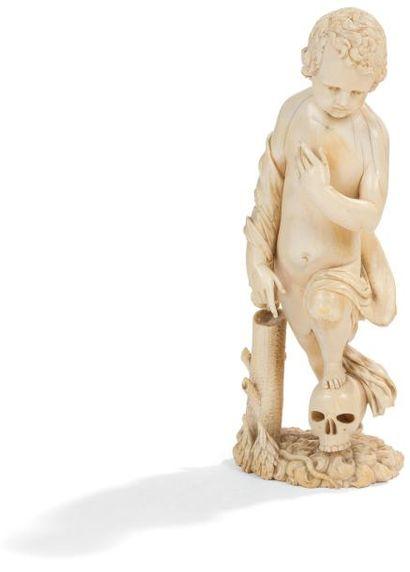 Enfant Jésus en ivoire sculpté en ronde-bosse....