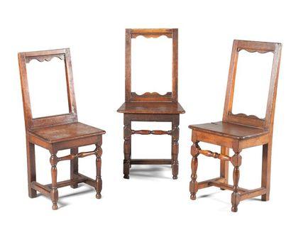 Lot de trois chaises Lorraine en chêne avec...