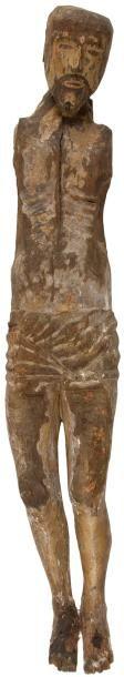 Grand Christ en noyer sculpté avec restes de polychromie. Périzonium court, jambes...