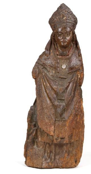 Saint Évêque en noyer sculpté avec restes...
