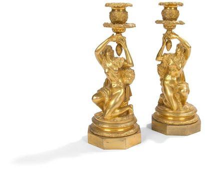 Paire de flambeaux en bronze doré à décor...