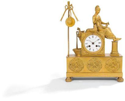 Pendule en bronze doré à décor d'une bergère...