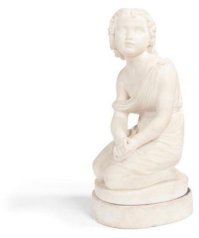 Figure d'enfant en prière en marbre blanc;...