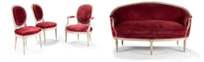 Suite de deux chaises, un fauteuil et un...
