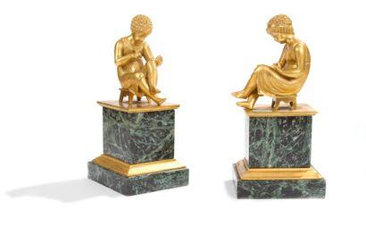 Paire de figures d'enfants assis symbolisant...