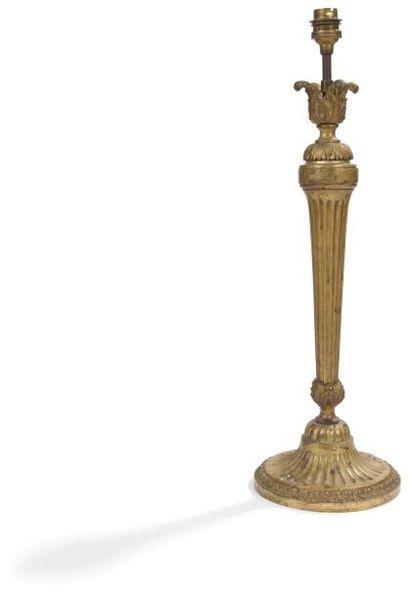 Important flambeau en bronze doré. Style...
