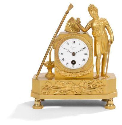 Petite pendule en bronze doré représentant...