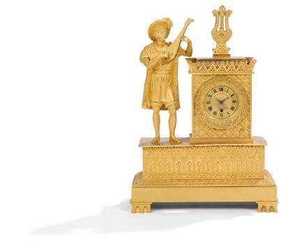 Pendule en bronze doré à décor néo-gothique...