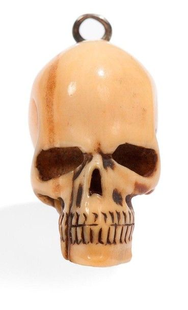 JAPON - XIXE SIÈCLE Petit crâne en ivoire transformé en netsuke. H.: 2,8 cm