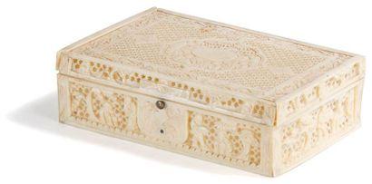 CHINE, Canton - Fin XIXe siècle Boîte rectangulaire en ivoire sculpté à décor de...
