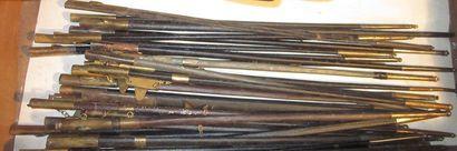 Lot de 39 fourreaux de fines épées de style...